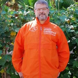 Chubasquero naranja Fundación Josep Carreras