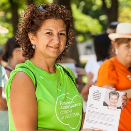 Camiseta térmica runner mujer solidaria contra el cáncer Fundación Josep Carreras carrera solidaria
