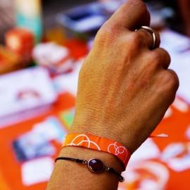 Pulsera de tela solidaria contra el cáncer Fundación Josep Carreras