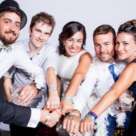 Pulseras regalos solidarios para bodas Fundación Josep Carreras catalán
